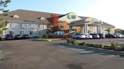 Exterior | Holiday Inn Express Hotel & Suites Waterford
