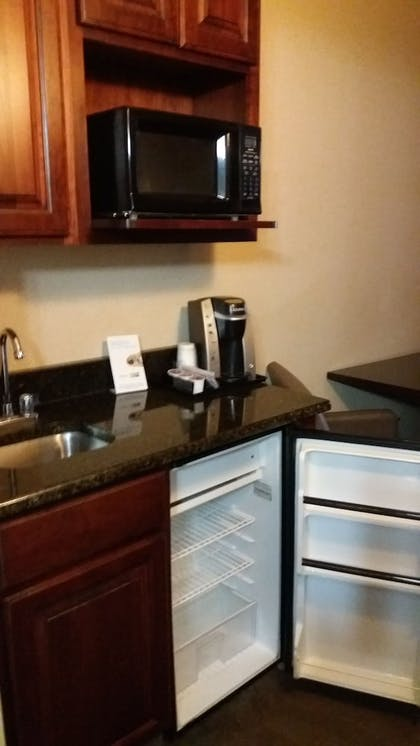 Minibar | Holiday Inn Express Hotel & Suites Waterford