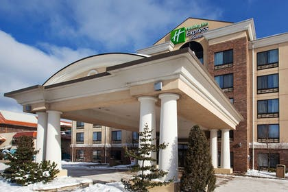 Exterior | Holiday Inn Express Hotel & Suites Erie (Summit Township)