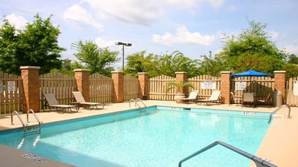 Outdoor Pool   Holiday Inn Express Bluffton at Hilton Head Area