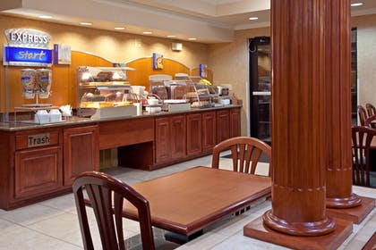 Restaurant | Holiday Inn Express Hotel & Suites Austin-(Nw) Hwy 620 & 183