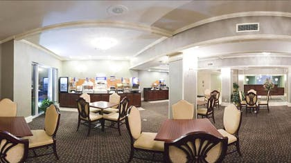 Breakfast Area | Holiday Inn Express Fort Smith