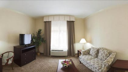 Living Room | Holiday Inn Express Fort Smith
