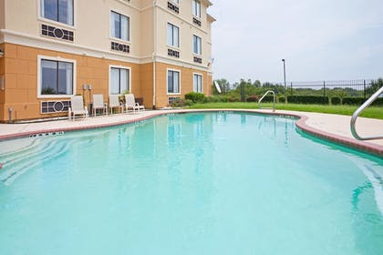 Outdoor Pool | Holiday Inn Express Hotel & Suites Mount Pleasant