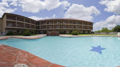 Outdoor Pool | Holiday Inn Express Hotel & Suites Kerrville