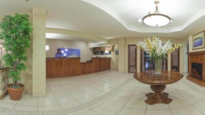 Lobby | Holiday Inn Express Hotel & Suites Kerrville