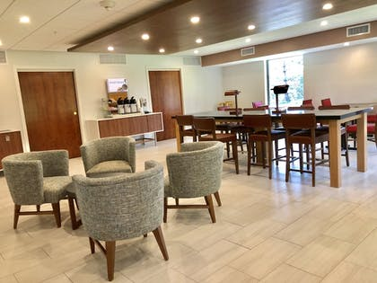 Dining | Holiday Inn Express Hotel & Suites Great Barrington