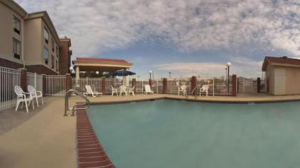 Outdoor Pool | Holiday Inn Express & Suites Forest