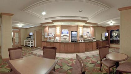 Breakfast Area | Holiday Inn Express & Suites Forest