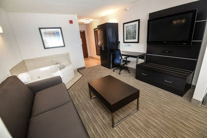 Guestroom | Holiday Inn Express Hotel & Suites Grand Forks