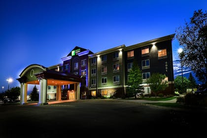 Featured Image | Holiday Inn Express Hotel & Suites Grand Forks