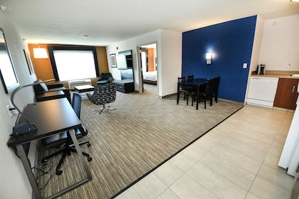 Living Area | Holiday Inn Express Hotel & Suites Grand Forks