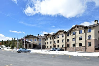 Hotel Front | The Lodge at Big Sky
