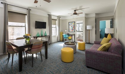 Living Room | City Suites Hotel