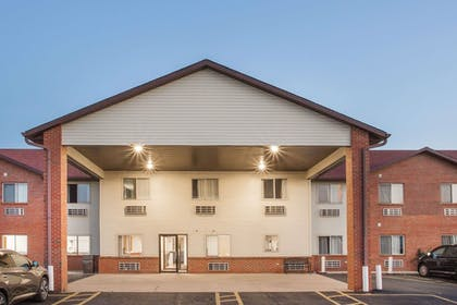 Exterior | Super 8 by Wyndham Monmouth IL