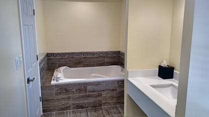 Bathroom | Best Western Plus Cold Spring