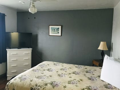 Guestroom | Lighthouse Inn