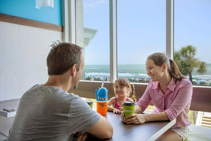 Family Dining | Crown Reef Beach Resort and Waterpark
