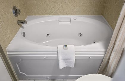 Jetted Tub | Crown Reef Beach Resort and Waterpark