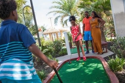 Mini-Golf | Landmark Resort