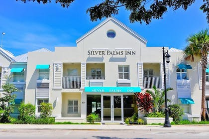 Hotel Front | Silver Palms Inn