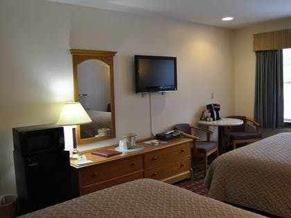 Guestroom | Casco Bay Inn