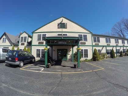Hotel Front | Casco Bay Inn
