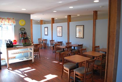 Breakfast Area | Casco Bay Inn