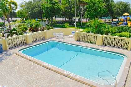 Outdoor Pool | The Inn at Little Harbor