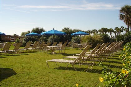 Sundeck   Meridian Plaza by Beach Vacations