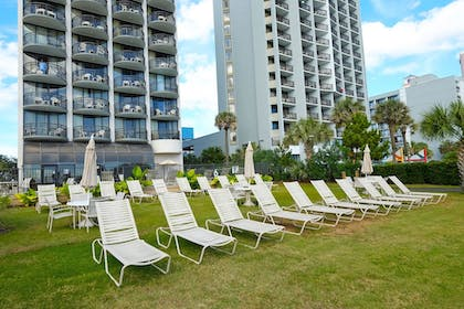 Courtyard   Meridian Plaza by Beach Vacations