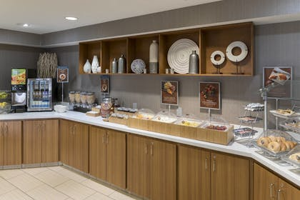 Breakfast Area | SpringHill Suites by Marriott Grand Rapids North