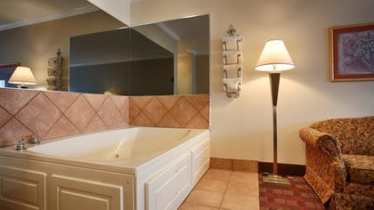 Jetted Tub | Best Western Club House Inn & Suites