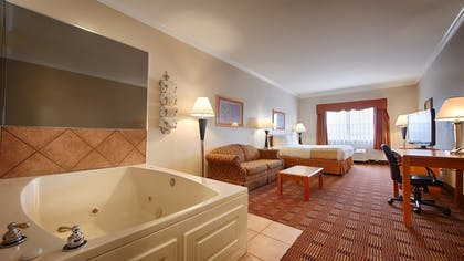 Guestroom | Best Western Club House Inn & Suites