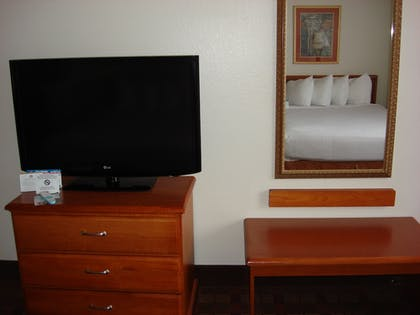 Living Area | Best Western Club House Inn & Suites