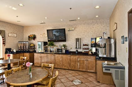 Breakfast Area | Best Western Club House Inn & Suites