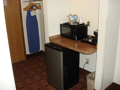 Mini-Refrigerator | Best Western Club House Inn & Suites