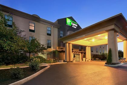 Hotel Front - Evening/Night | Holiday Inn Express Hotel and Suites Marysville