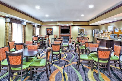 Restaurant | Holiday Inn Express Hotel and Suites Marysville