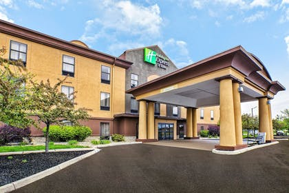 Featured Image | Holiday Inn Express Hotel and Suites Marysville