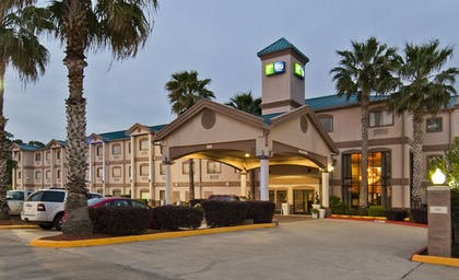 Featured Image | Holiday Inn Express Hotel & Suites Lake Charles