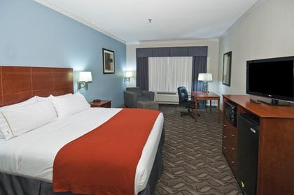 Guestroom | Holiday Inn Express Hotel & Suites Lake Charles