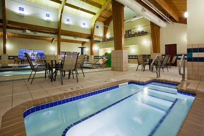Pool | Holiday Inn Express & Suites Aberdeen