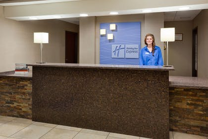 Lobby | Holiday Inn Express & Suites Aberdeen