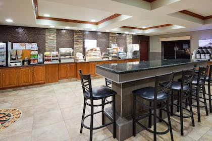 Restaurant | Holiday Inn Express & Suites Aberdeen