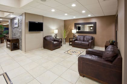 Lobby Sitting Area | Holiday Inn Express & Suites Aberdeen