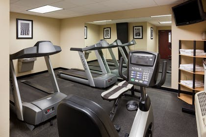 Fitness Facility | Holiday Inn Express & Suites Aberdeen
