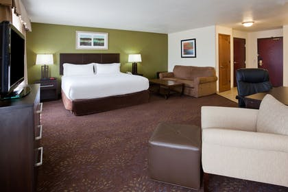 Guestroom | Holiday Inn Express & Suites Aberdeen