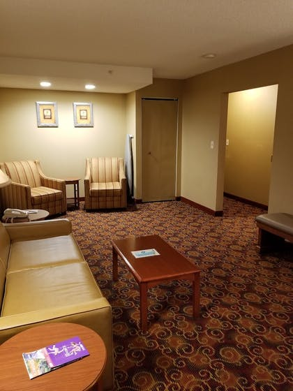Lobby Sitting Area | Best Western Plus The Inn at Sharon/Foxboro