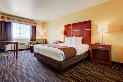 Guestroom | Best Western Firestone Inn & Suites